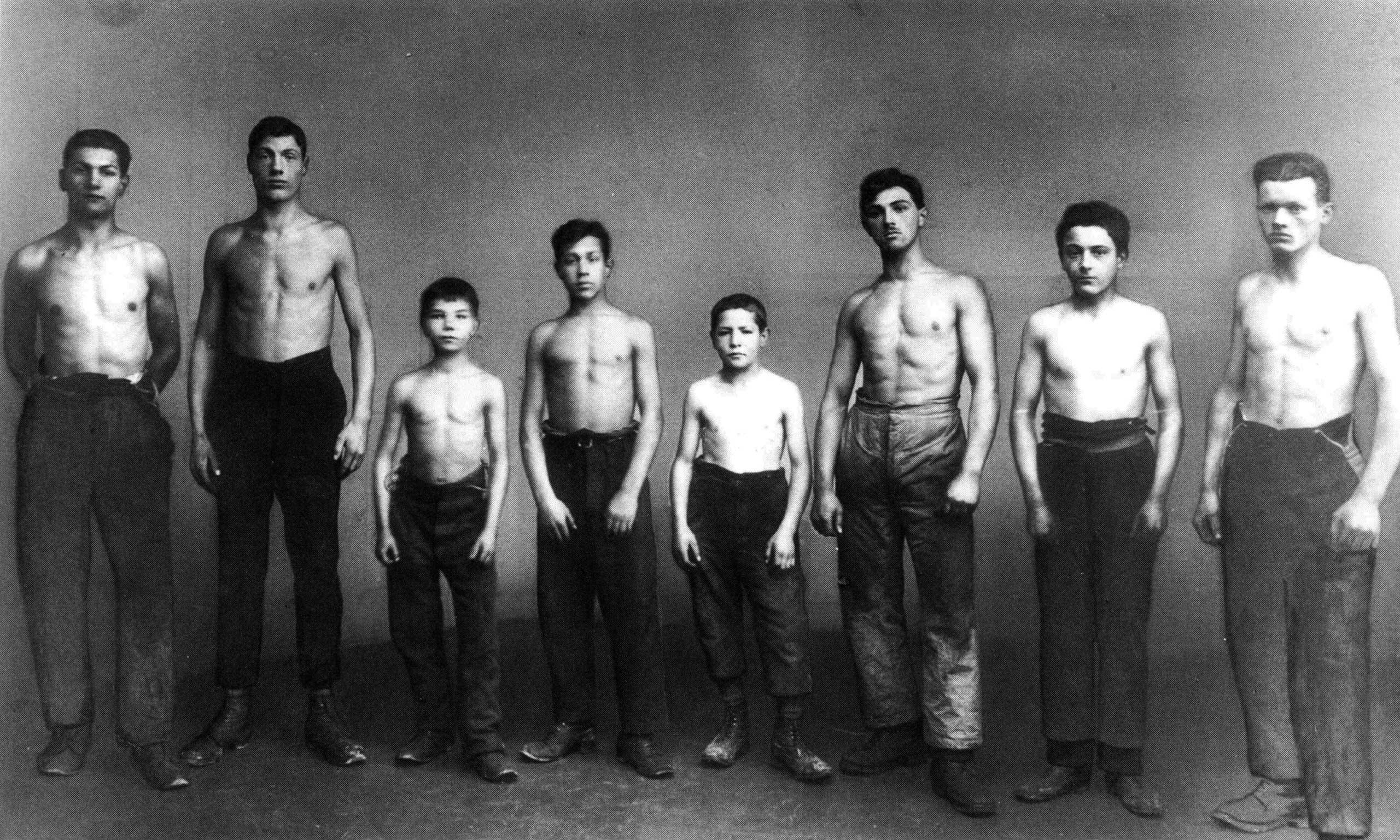 Lehrlinge bei der Körperuntersuchung, um 1930. © Sulzer